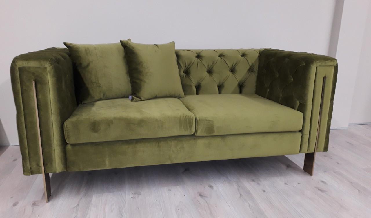 sofa-capitone-domkapa-produtos-de-oportunidade-veludo-estofo-verde-madeira-porto-mobiliario-sala-de-estar